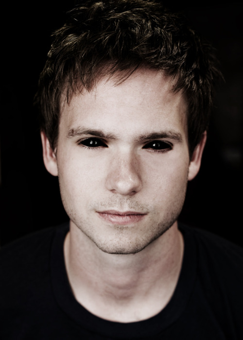 myswansong:  fuckyeahdemonedits:  patrick j adams  So the thing is Mike doesn't so much stumble into the Pearson Hardman Harvard interviews as he saunters in. He doesn't fight for a job, he seduces and charms with exactly the things Harvey Specter would want out of a Harvard douche if he could actually find one to fit the bill. He doesn't give up a life he had, instead he takes a new one. Signs the deal with a hand fisted in Harvey's tie and their lips pressed tight together, rocking up against him. The whimpered moan that he swallows the name on the dotted line.