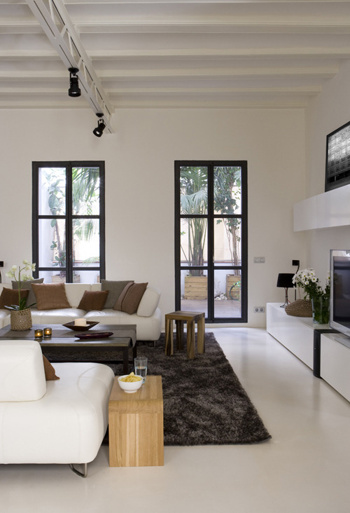 micasaessucasa:   an apartment in barcelona   I am really warming to the idea of a white/cream house with splashes of colour only from paintings and rugs.