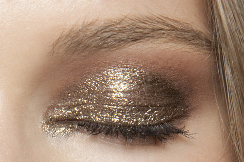 beauty-student:  I love champagne colours like this over christmas time, suits any skin tone and eye colour. Place pigment or glitter on top of a contoured eye.