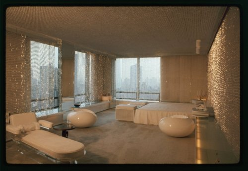 urbanmetaphysics:  midtown Manhattan, c. 1967.  Beautiful… I want this room.