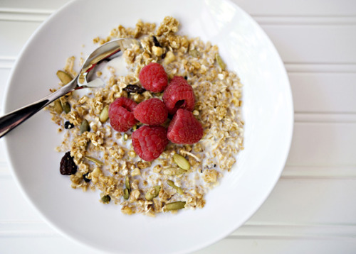 thefoodhabit:  Breakfast: Granola Cereal + Fresh Raspberries Recipe @ Baked Bree  Good mornin', sunshine.