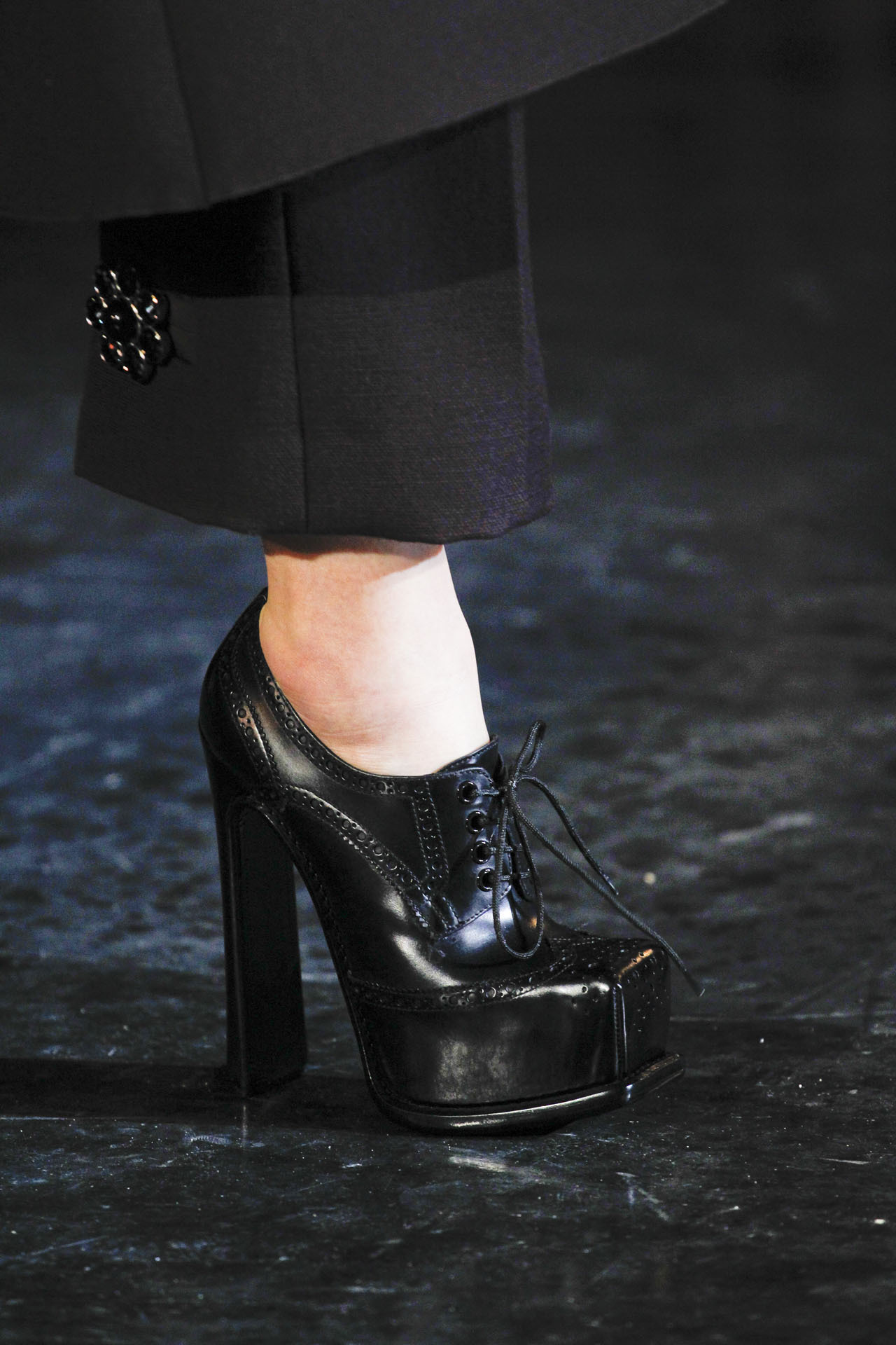 suicideblonde:  Louis Vuitton Fall 2012, March 7th