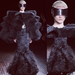 #McQueen #fashion #mode #moda #vogue #SarahBurton #spring2012