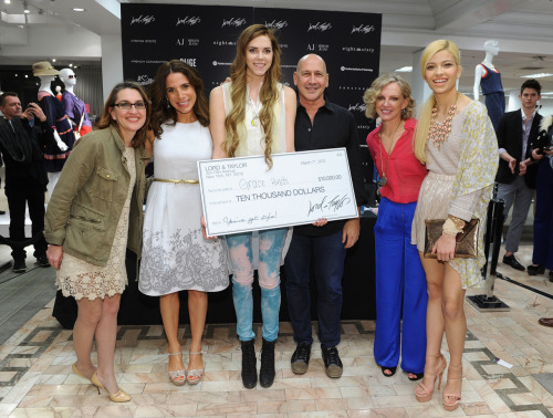 Grace with the judges & her model