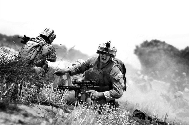 politics-war:  Marine asks to help him under the fire of the machine, Afghanistan.