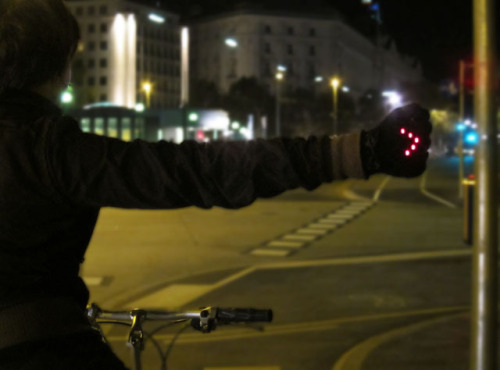 laughingsquid:  Night Biking Gloves with LED Turn Signals