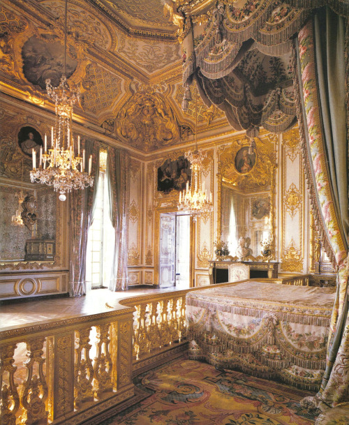 mermaidsongs:  Marie Antoinette's bedroom, Versailles