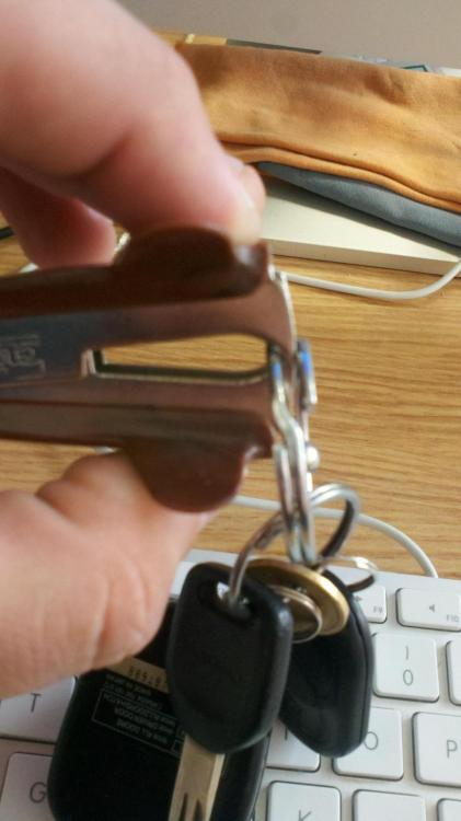 super great:  Tip: Use a staple remover to save your fingernails when trying to add things to your key ring.  画