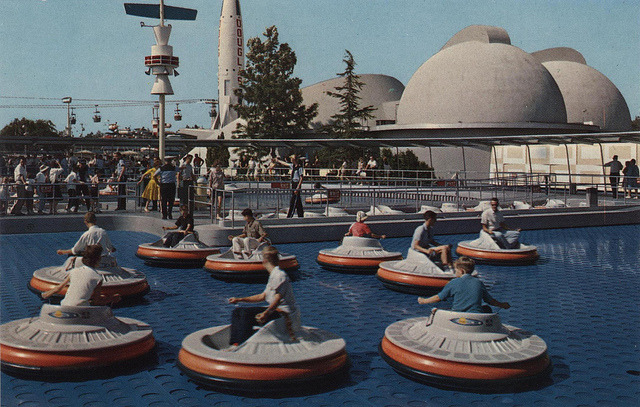 Flying saucers ride    Disneyland 1957