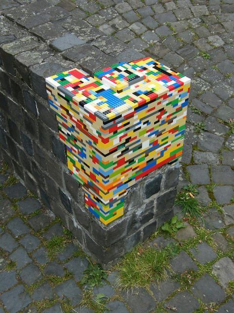 Makes me want to utilize Lego in some way in my room. Perhaps a lamp base?