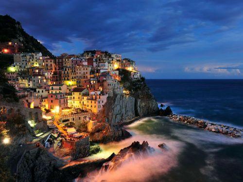 Manarola, Italy by Paul Hogie