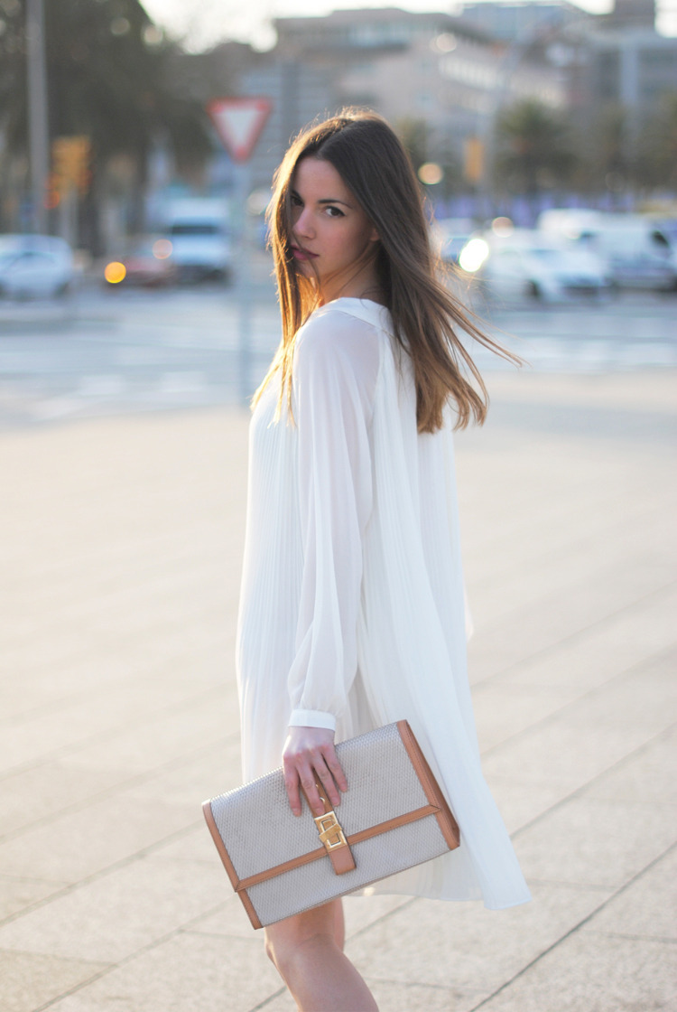 blankcan-vas:  love her flowy dress
