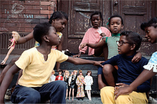 harlemcollective:  A picture is worth a thousand words. This vintage 70's Harlem speaks volumes. Photo Credit Camilo Jose Vergara.