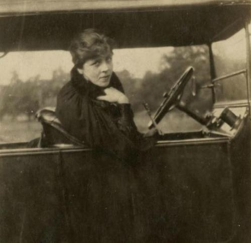 deviatesinc:  Djuna Barnes takes the wheel, 1918