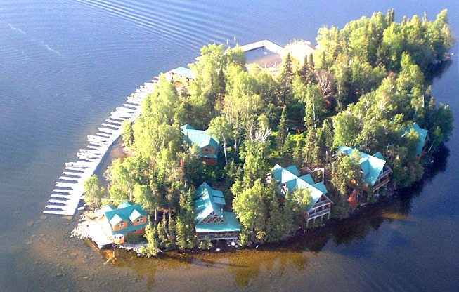 Great lakeside cottages on Booi's Island on Trout Lake. I want to go now!!  (via Canada's Top Rated Fishing Lodge)
