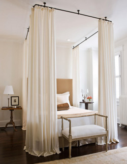 ablogwithaview:  georgianadesign:  Paul Corrie Interiors in a classic DC row house.  Good night.