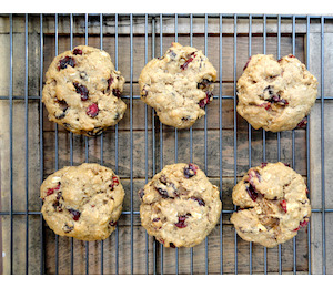 findvegan:  Chewy Granola Cookies  Do I spy cranberries???