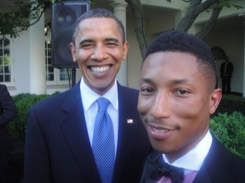 mightseehell:  Best picture ever.   Skateboard P & President B
