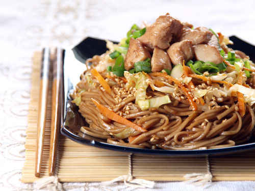 probably my favourite japanese dish! noodles+vegetables+meat, & fried! this is what i call happiness