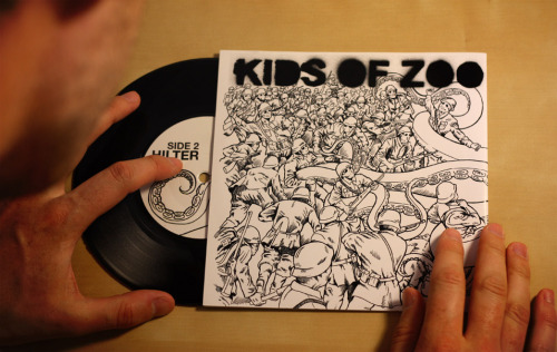 And here's a photo of the final product. The KIDS OF ZOO - 7 Inch Record. I mucked up the print layout a little so there is a bit too much white space on the left hand side.