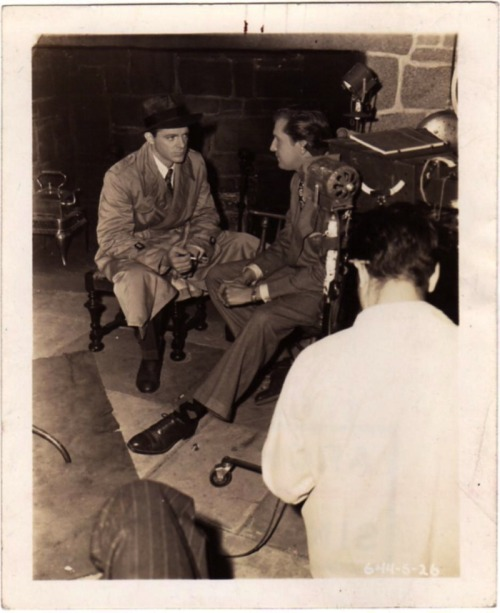 Dana Andrews and Vincent Price relax between takes of filming Laura (1944)