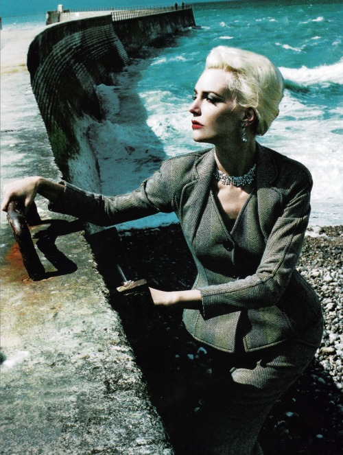 "thefashiondontlivewithoutvogue:  ""The Modern Lady"" - Vogue Italia November 2005"