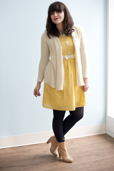 modcloth:  ModStylist Mandy in the Trim and Twee Boot (more lovely looks on Chictopia)!