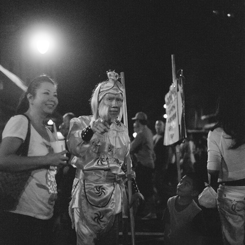 the monkey king // chinatown - honolulu, hi // rolleiflex 2.8e during the lunar new year in chinatown, i didn't expect to see the monkey king in person, and it brought back many childhood memories. if you don't know, the monkey king is THE most epic character (to me at least) of chinese stories… it's one i grew up watching, be it the story recreated in a live action tv series, a live action movie, or a cartoon series. it was awesome…. anyways, when i saw the monkey king in person, i got really excited. he was being smothered by people left and right for a picture, so i squeezed in through the crowd to see him up close. in the middle of him posing for other people's photos, i somehow caught his attention and he pointed my way. awesome. my childhood lives on!