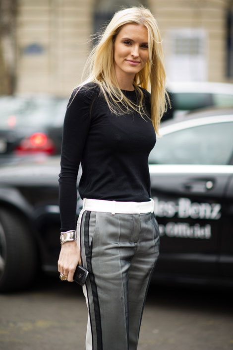 elle:  Street Chic: Paris  Accessories director Kate Davidson Hudson masters the art of sleek, graphic dressing.  For more street style from Paris Fashion Week, click here!  Photo: Adam Katz Sinding/Le 21ème Arrondissement