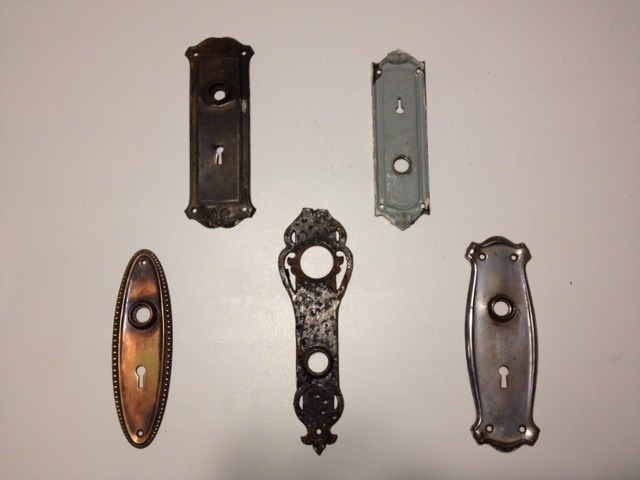 I just picked up these vintage key hole plates at Eco Reno on Papineau, for the boutique's decor. They'll look great placed inside a frame and hung on the wall. Can't wait! ~lili