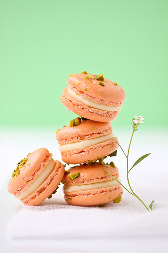 pistachio and grapefruit macarons (by cannelle-vanille)
