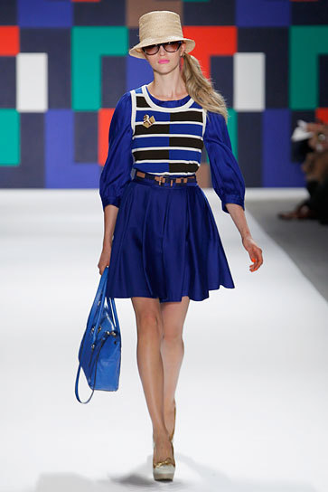 teenvogue:  Spring is looking varsity-cool with designers like Milly showing a bold mix of iconic prep staples. Check out more top runway looks here »  LOVE this bold blue with a pink lip!