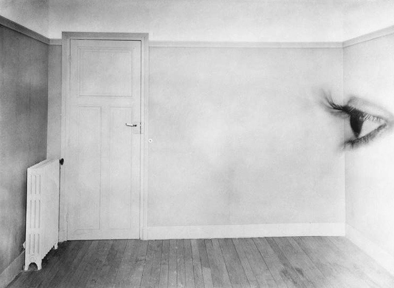 likeafieldmouse:  Maurice Tabard - Room with Eye (1930)