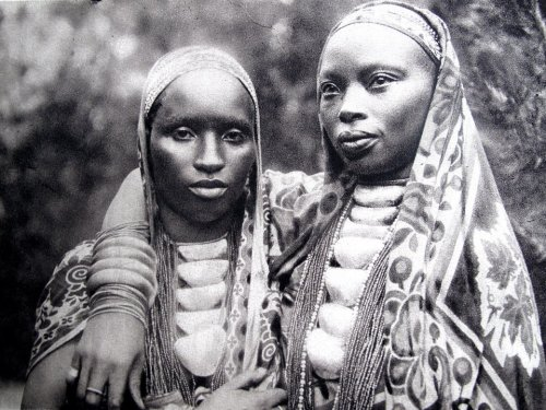 37thstate:  Two Burundi Women, beautiful.