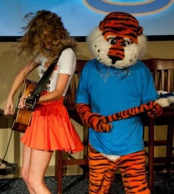 Taylor Swift & Aubie Auburn, Alabama *from Taylor's impromptu visit and mini-concert at Auburn University, April 2010