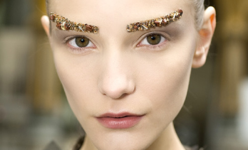 Check out the best beauty looks from Paris Fashion Week! Do you agree with our picks?