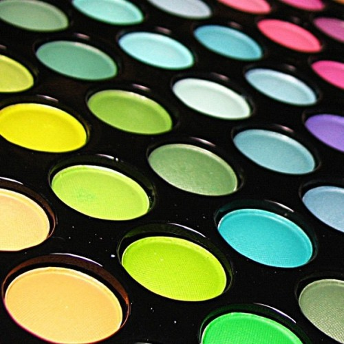 Makeup! #makeup #love #it #colors #rainbow #orange #blue #green #pink #yellow #purple #life (Tomada con instagram)
