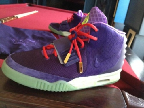 Nike Air Yeezy 2 - Kobe? a look at what could be another colourway of the upcoming Yeezy 2.  kind of a wild colourway with that looks like the Cheetah Kobe VII.  no real confirmation on these yet, but there have been rumors of an April 13th drop for the Wolf Grey colourway Related articles Nike Zoom Kobe VII Supreme - Cheetah new pics of the… (fudgetacker.tumblr.com)