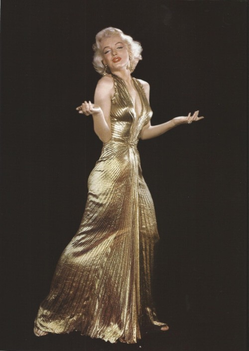 demiilauren:  Marilyn Monroe in that Gold Dress.
