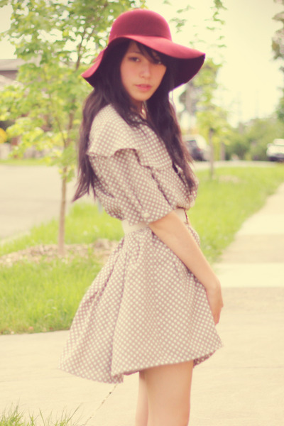 I love this dress and and hat!! Very cute together!!