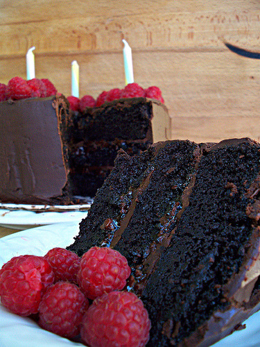 imgoingtobeacook:  Chocolate Raspberry Ganache Cake click image for recipe