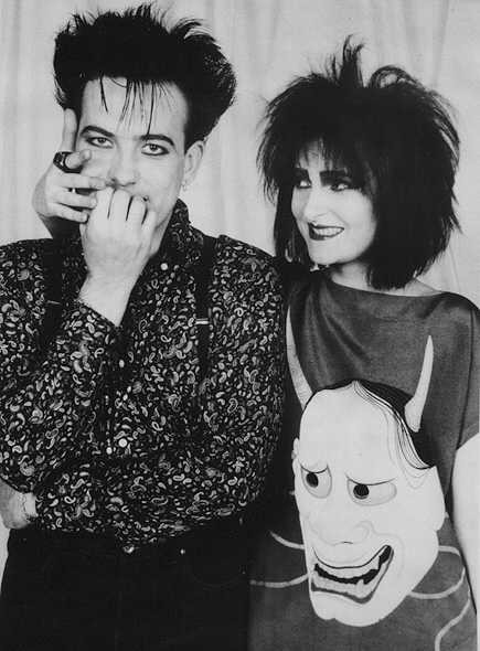 isolationdarkentries:  Robert Smith and Siouxsie Sioux  Ohmigosh, so cute!  *dies*