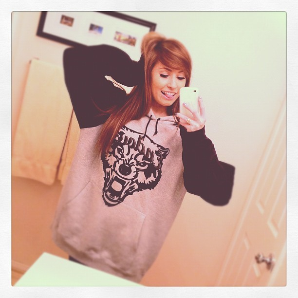 Wolfie :3 #endovx #girl #sweatshirt #hoodie #wolf #losangeles #la #california  (Taken with instagram)
