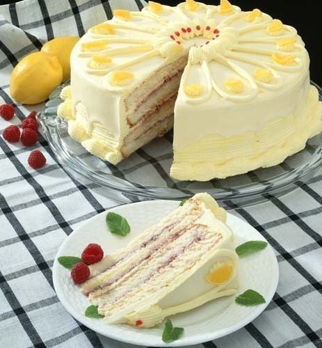 Lemon cream and raspberry cake