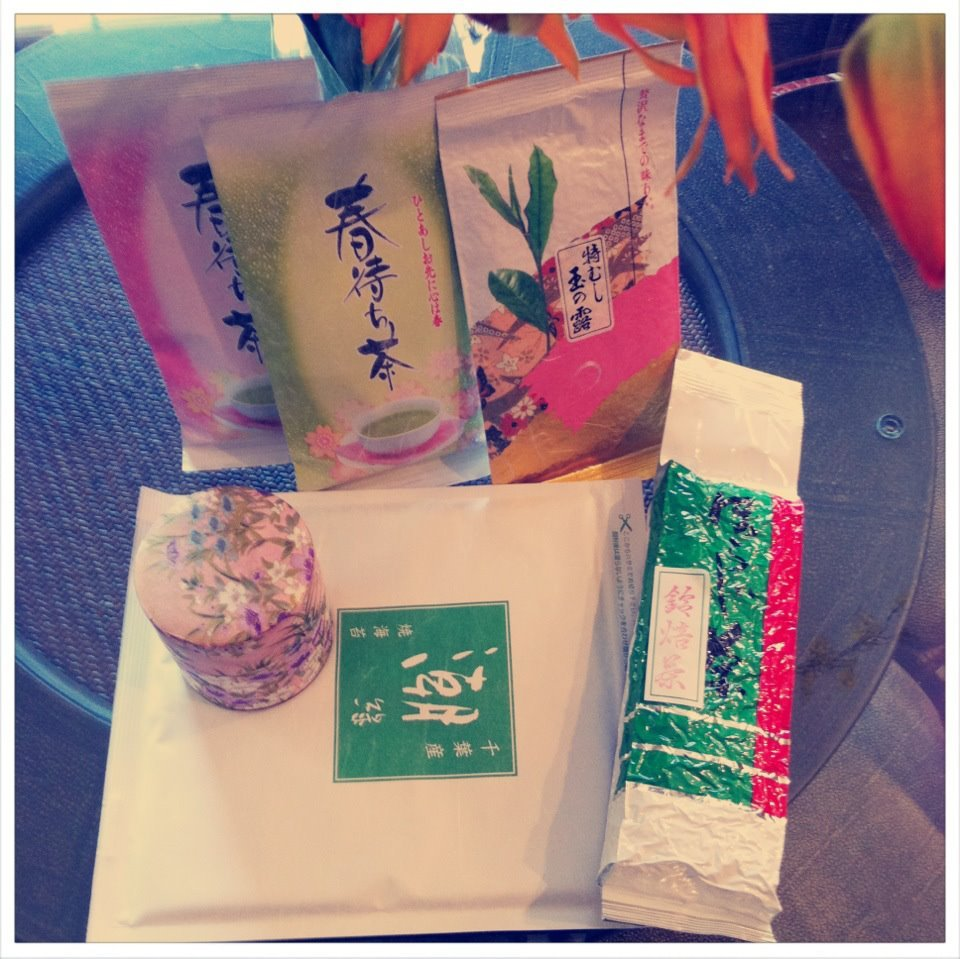 A variety of Japanese tea that was gifted to me :) I don't speak Japanese, so any translation help as to what type of tea I received is appreciated! I also received this ornate, floral designed cannister to store the tea. It's so beautiful!