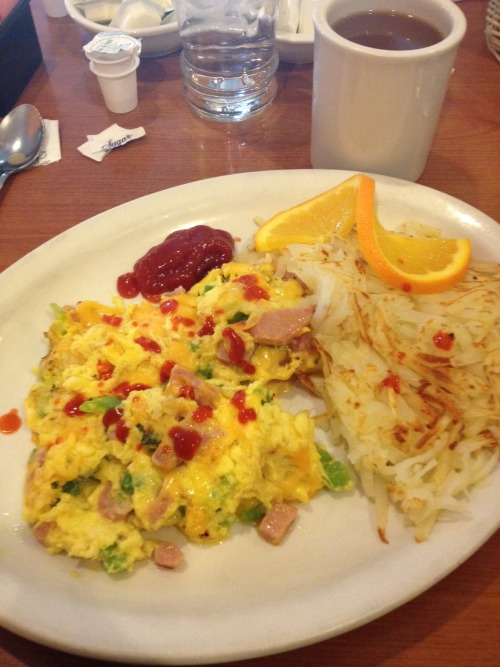Minerva Damage's Bout day 3/10 - Western Scramble with hash browns @ Horizon Diner. Not shown: Joe's pancakes that I was stealin'…
