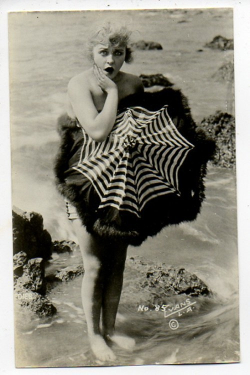 msbehavoyeur:  BATHING BEAUTY ~ vintage postcard