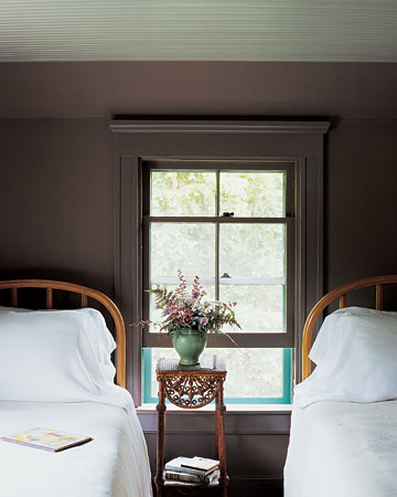 soothing grey-brown for te guest bedroom