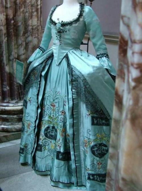 dieu-etmondroit:  Georgian opera dress