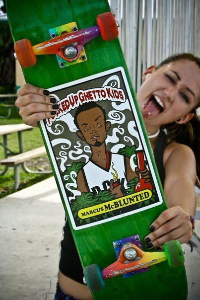 Whats up whats up ! My name is Ev & my boards name is Marcus McBlunted. We love bud <3 Hahaha. Follow me; tumblntuts.tumblr.com